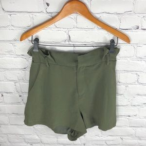 Lush | Paper bag Shorts Army Green sz M